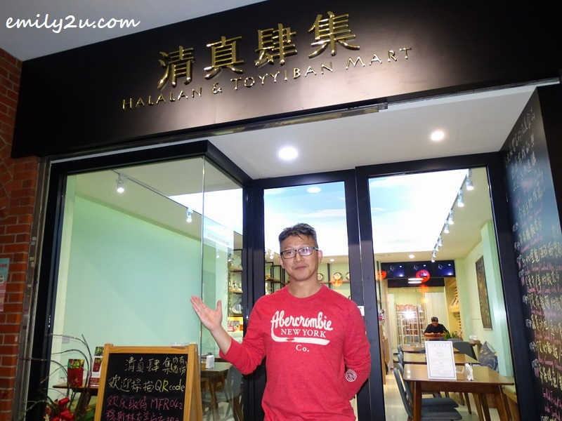3. David Yeh, owner of 清真肆集 Halalan & Toyyiban Mart, pose in front of his eatery