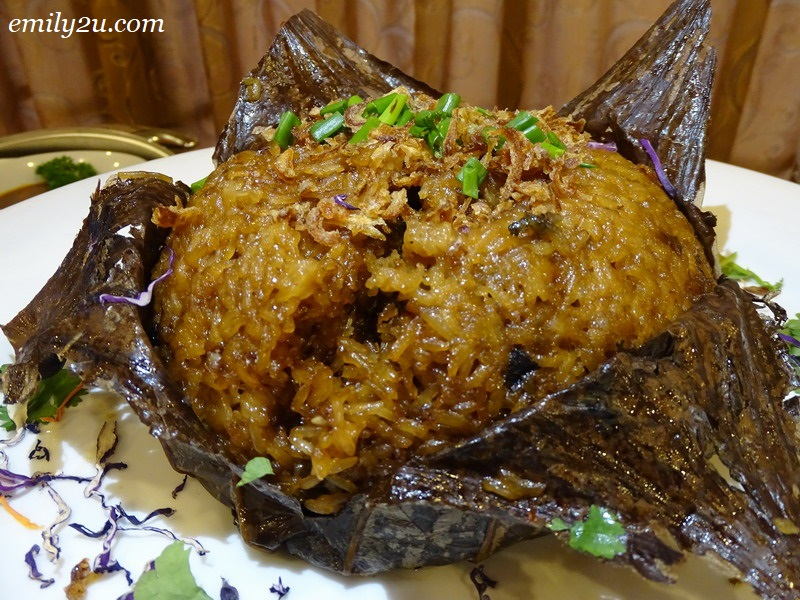 6. glutinous rice in lotus leaf