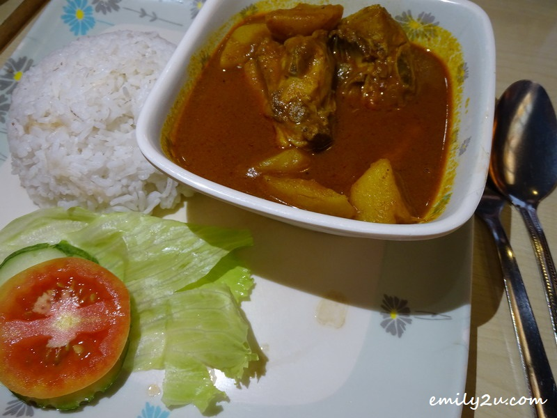 6. Curry Chicken Rice