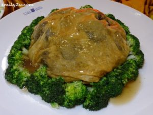7 Menu A Braised Mushroom Dry Oyster, Sea Moss, Fish Maw wrapped in Bean Curd Skin