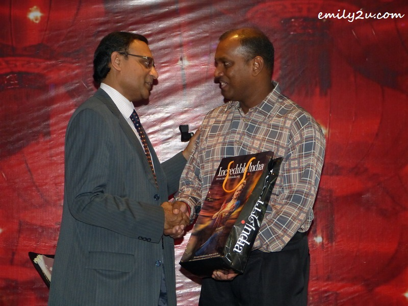 Subain receives a token of appreciation from the High Commissioner of India to Malaysia HE Mr T.S. Tirumurti