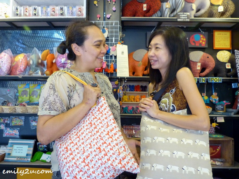 modelling handmade elephant tote bags with fellow crafter Soon Woon Sim (R)