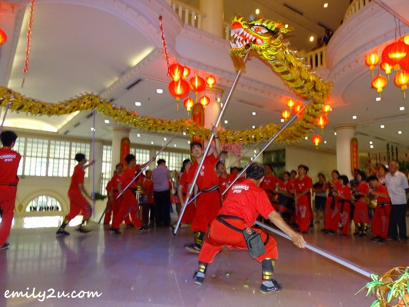 13. golden dragon dance