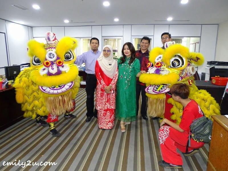 6. at the pulse of the business, with Puan Fadillah (in red) of Majlis Pengetua Sekolah Malaysia
