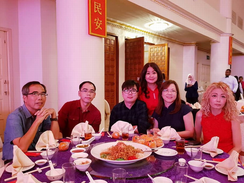 8. Syeun Hotel's Ms Maggie Ong (standing), with regular guests, Mr. Cheong and his family