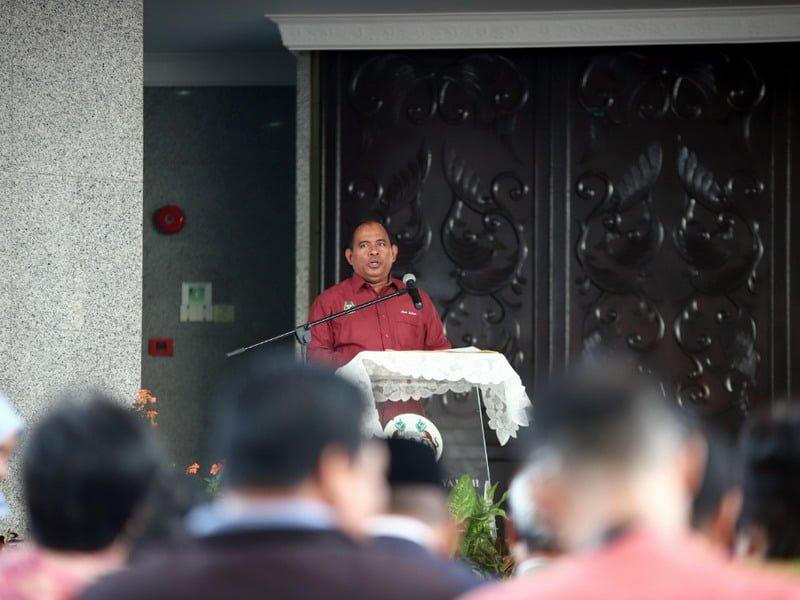 Ipoh City Council Secretary Encik Mohd. Zakuan Zakaria gives a speech