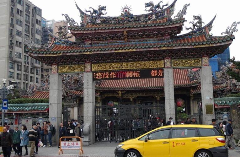 Manka Longshan Temple in Taipei, Taiwan