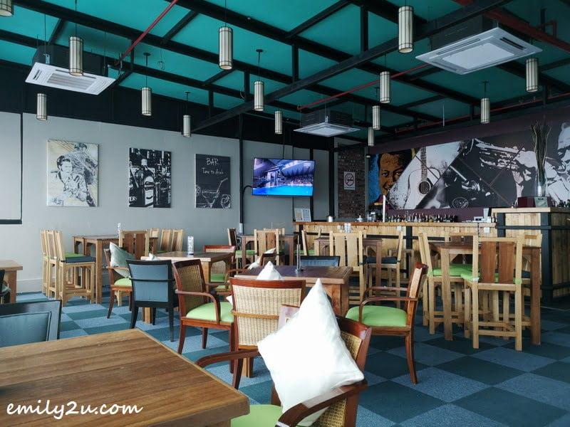 Flo Lounge (rooftop bar)