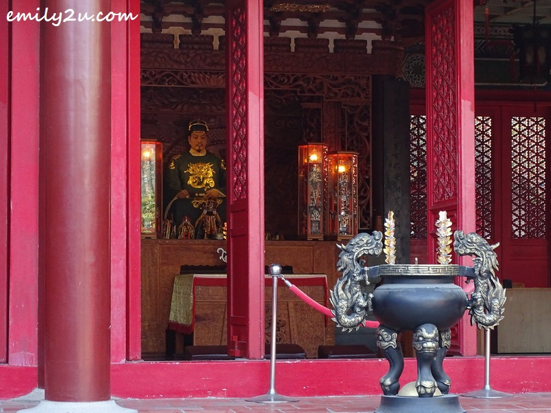Koxinga sits at the main altar
