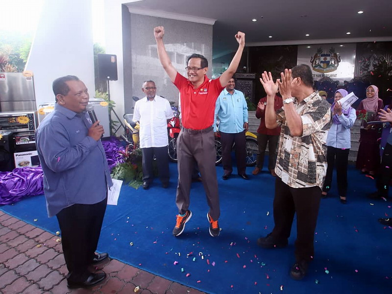 a jubilant Yeoh Teik Guan when his name was announced as the grand prize winner