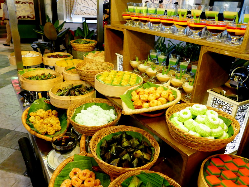 Taman Manisan Hajah Rokiah with wide selection of kuih muih