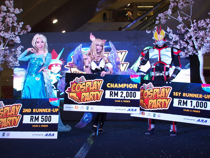 top 3 winners of the cosplay competition, (from L) 2nd runner-up Hayate, Champion King Angel and 1st runner-up King Rusydi
