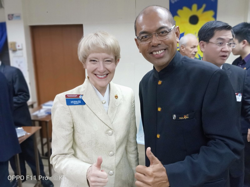 Toastmasters International President Lark Doley, DTM (L) with KT Pillai, President of YMCA OF IPOH TOASTMASTERS CLUB