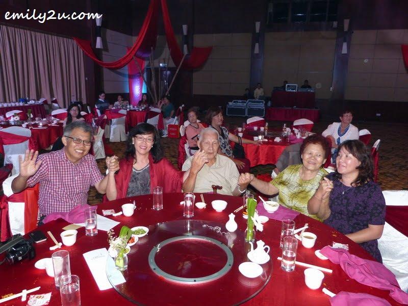 L-R: Michael Chow Kah Miew, Julia Yeow Choy Wan, Yeow Weng Fee, Tan Eng Choo & Jeslyn Yeow Choy Hoong
