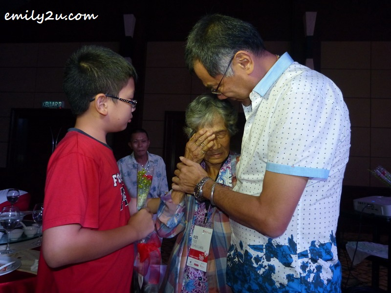 Tee Chu Lian was very touched by the proceedings during the dinner - beside her are son Low Sar Yan and grandson