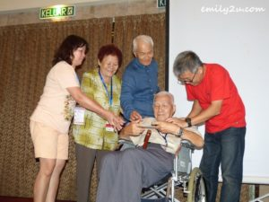 15 Yeow Weng Fee (in wheelchair) was one of three participants above 80 years old who received a free trip to Langkawi for 2016