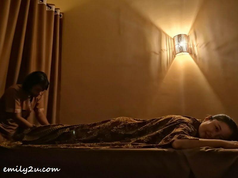 Javanese-style full body massage