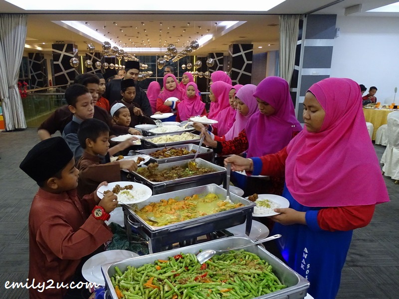 children help themselves to the mouth-watering Ramamdan buffet