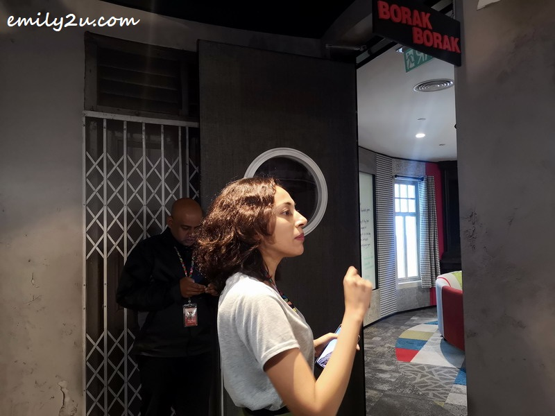 Google staff, Nadia, introduces Borak-Borak room