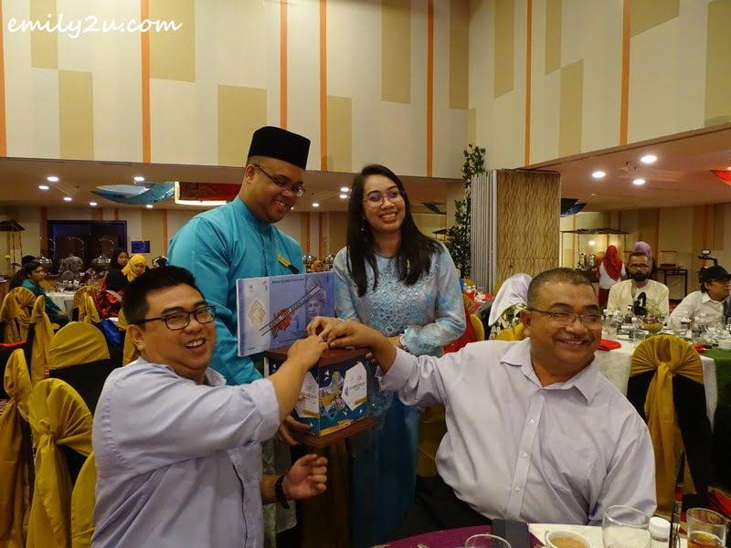 guests donate to Tabung Kebajikan Anak Yatim & Asnaf Perak