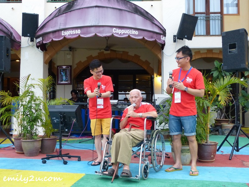 Yeow Weng Fee (in wheelchair) presents a Japanese song