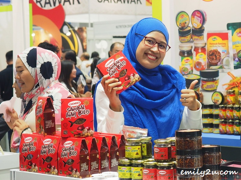 a woman promotes Chovees products