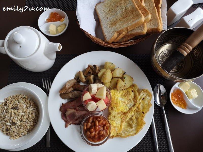 a hearty American-style breakfast
