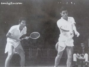 Tan (L) with his partner Ng Boon Bee (R) during a match