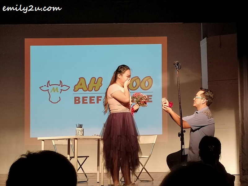 Yan Seng (R) proposes to Sing-Er