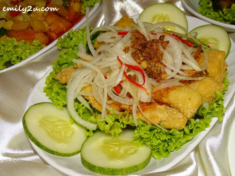 Deep Fried Chicken Fillet with Thai Sauce