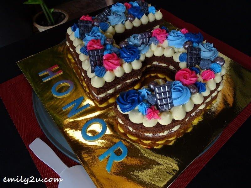 Honor 5th anniversary cake
