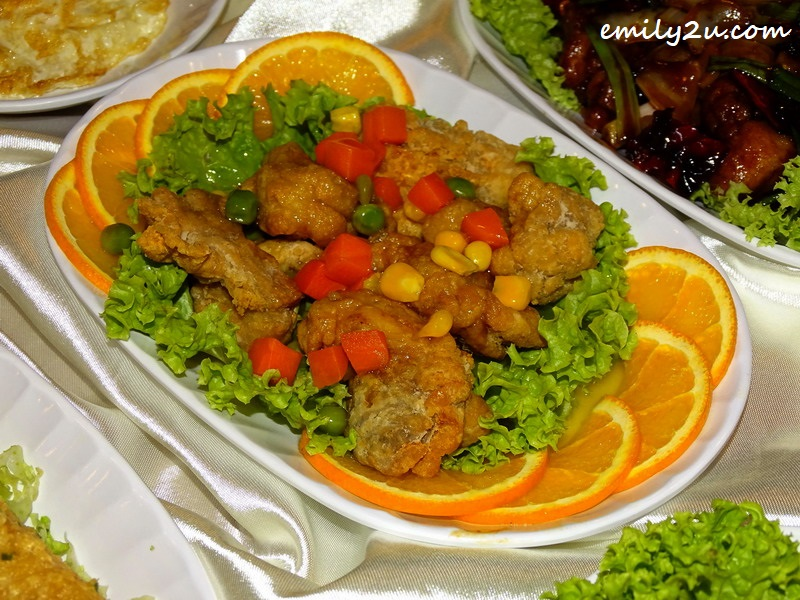 Deep Fried Chicken Meat with Lemon Sauce