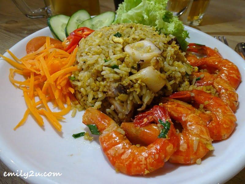 Com Xao Hai San (Vietnamese Seafood Fried Rice)