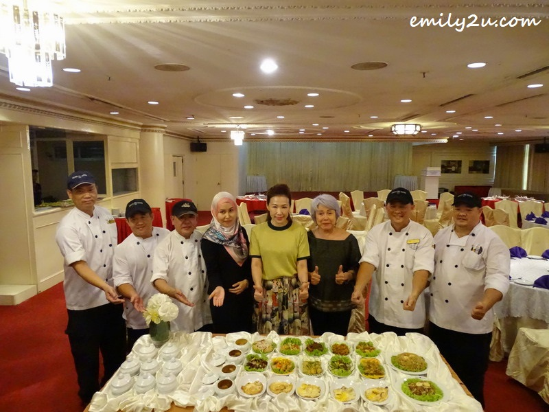 VVIP guests, Datin Caroline Wong in yellow dress and Mrs Yan (3rd from R) with culinary crew alongside Puan Nooris (4th from L) of Syeun Hotel Ipoh