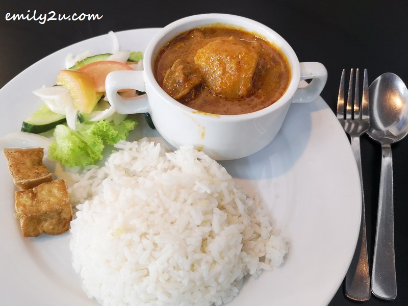 Hainan chicken curry with white rice
