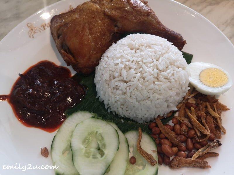 tags: rice. chicken, fried chicken, nasi lemak, sambal, cucumer, anchovies, ikan bilis, lunch, meal, Pappa Rich, Kuala Lumpur, KL