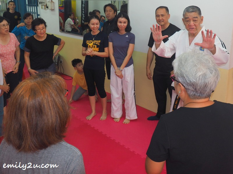 Grandmaster Yeow Cheng Watt gives a demonstration