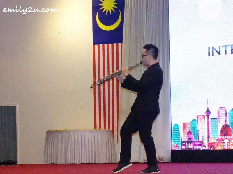 Ken Leong, saxophonist