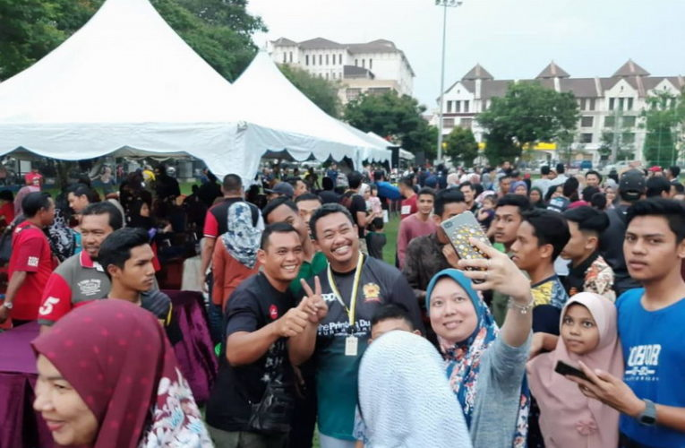 6000 Football Fans Witness Super Lawak FC vs. MBI FC Friendly Match