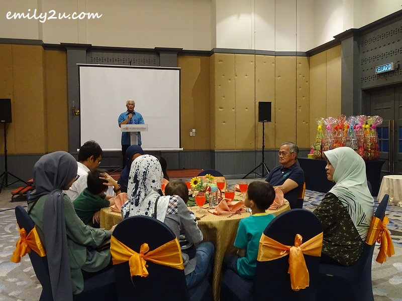 retired Ipoh City Mayor Dato' Roshidi Bin Haji Hashim addresses his guests