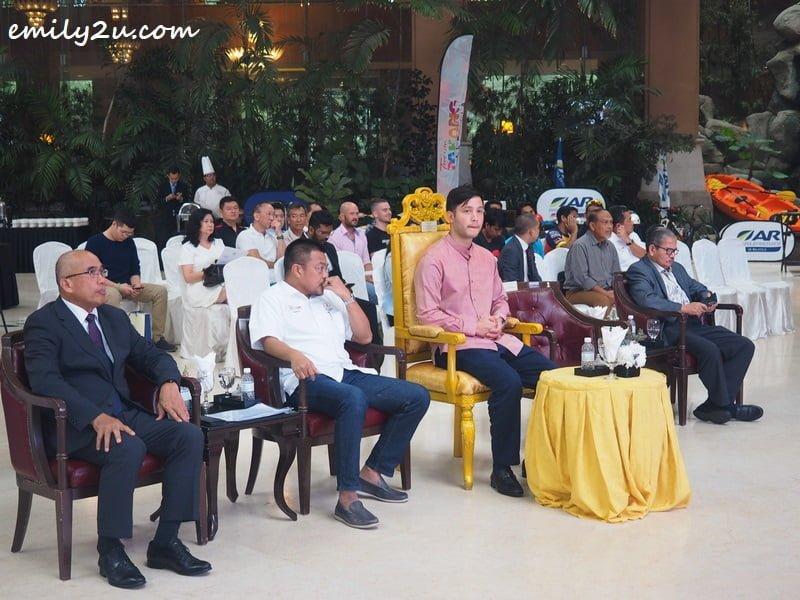 patron-cum-guest of honour, YAM Tengku Arif Temenggng Tengku Fahd Mu'adzam Shah ibni Almarhum Sultan Haji Ahmad Shah Al-Musta'in Billah (in pink)