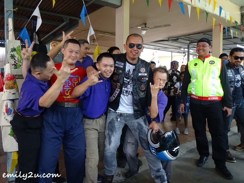 Kingz MG founder, Harry, welcomed by students of Sekolah Semangat Maju, Ipoh