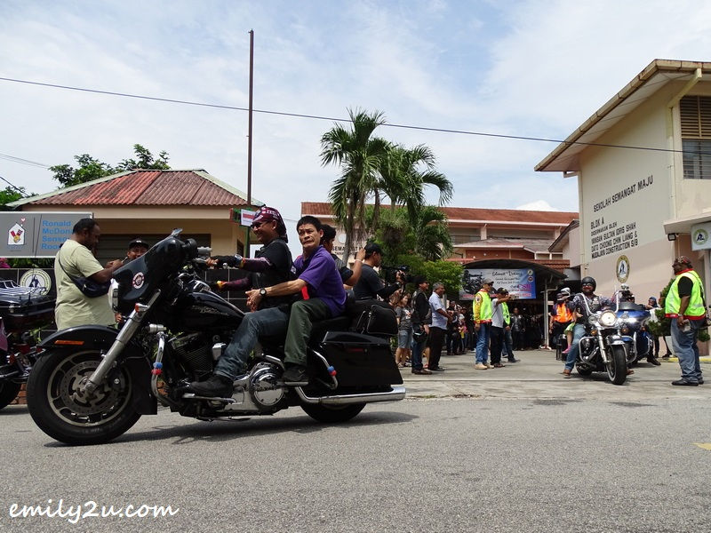 this visit to Sekolah Semangat Maju, with contributions in cash and kind, including fun ride for the students is Kingz MG's annual CSR initiative
