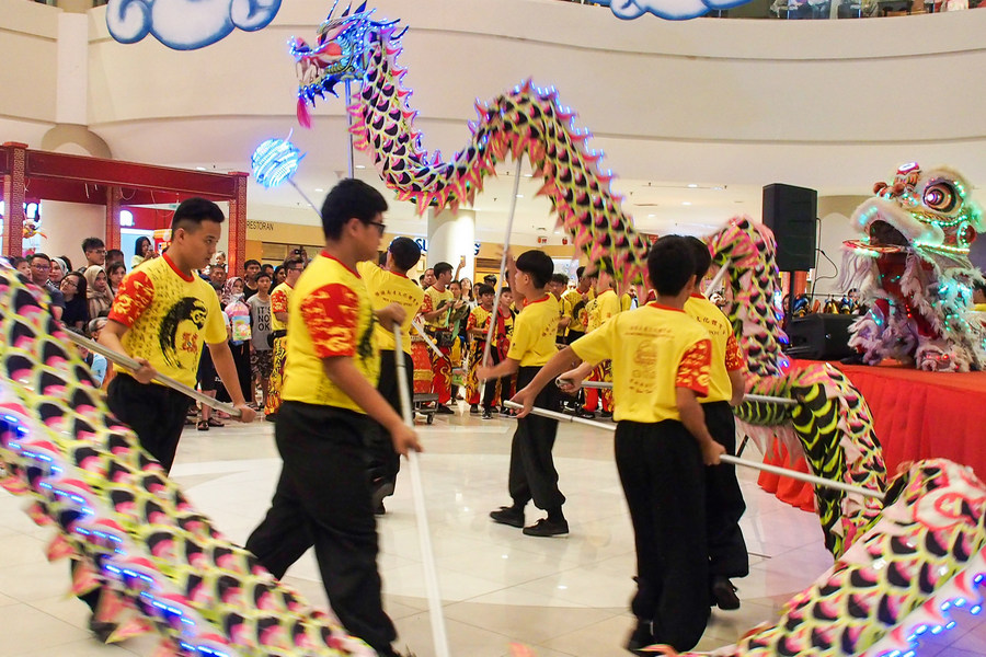 Dragon dance performance draws loud cheers and applause from the crowd.