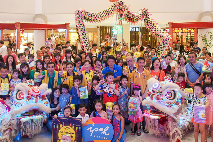 Organisers and participants take a group photo together towards the end of the Mid-Autumn Celebration at Ipoh Parade.