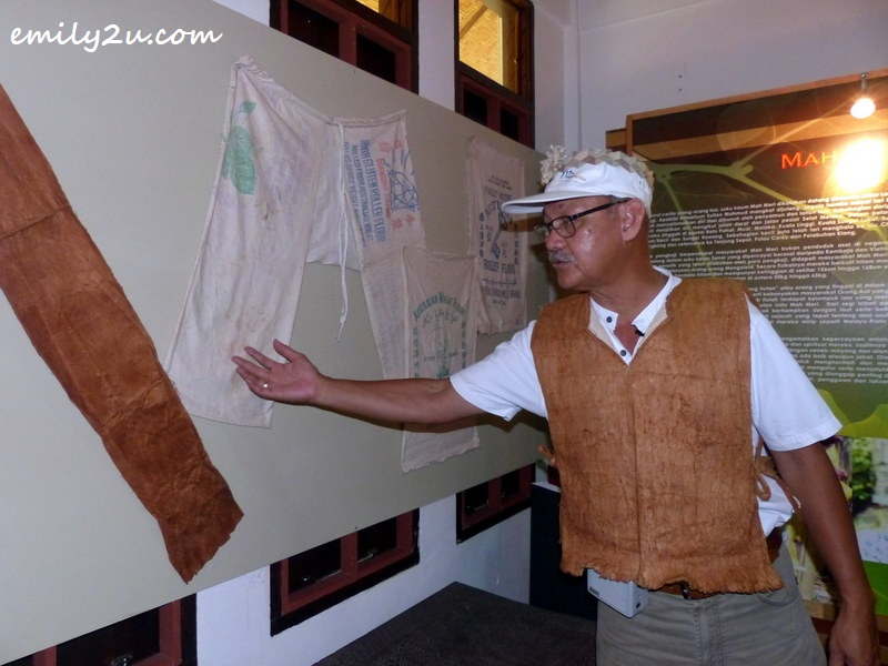 Rashid Esa explains the tree bark cloth