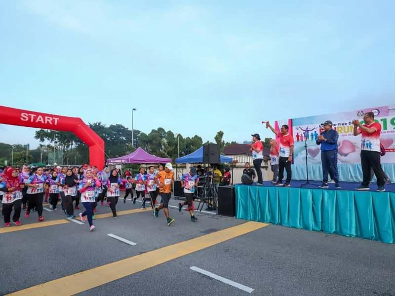 Perak Menteri Besar YAB Dato' Seri Ahmad Faizal Azumu flags off Ipoh Fun Run