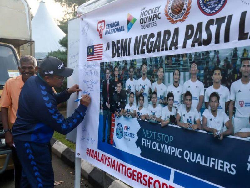 Ipoh City Mayor Dato' Ahmad Suaidi bin Abdul Rahim supports Malaysian hockey team on its Road to Tokyo (2020 Summer Olympics)