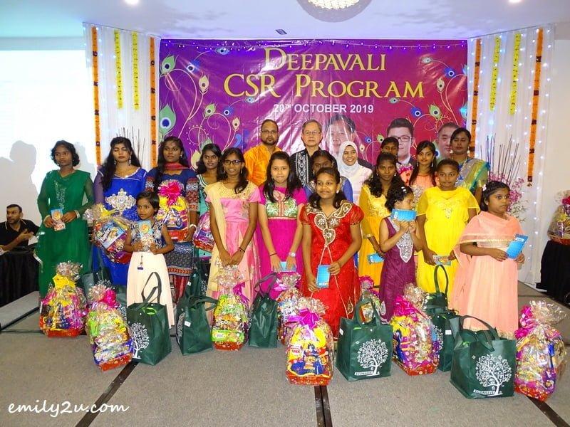 children from Pertubuhan Kebajikan Kanak-kanak Pelangi Buntong, Perak with their sponsors