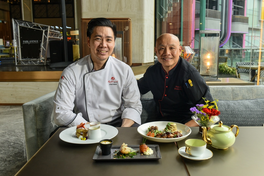L-R: Chef Hans Lim Yi Jan (outlet chef) and Chef Robert Kai Sit (executive chef for F&B SkyAvenue)